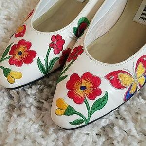 Shoes - 🦋Vintage Garden Party Flats🌷